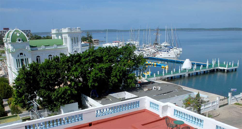 Cuba, destino de alquiler de barcos. Marina Ciefuegos
